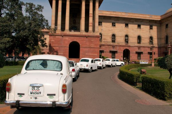 1280px-Official_Hindustan_Ambassador_cars_parked_outside_North_Block,_Secretariat_Building,_New_Delhi