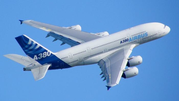 Airbus_A380_blue_sky