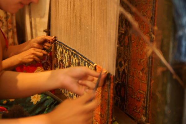 2405865-carpet-weaving-0